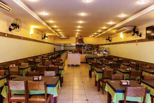 Tapera Branca Restaurante: Ambiente amplo